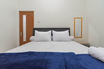 The Lima Guest House Syariah Cirebon - SALE Room Best Deal
