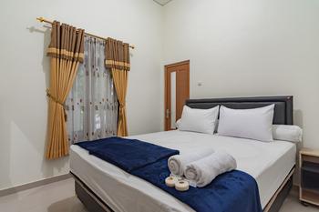 The Lima Guest House Syariah Cirebon - Standard Room Best Deal