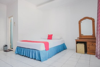RedDoorz near Pantai Florida Anyer Serang - RedDoorz Room Basic Deal
