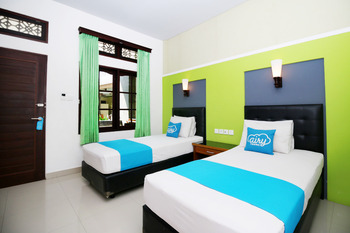 Airy Kuta Poppies Lane Dua Benesari Bali - Deluxe Twin Room with Breakfast Regular Plan