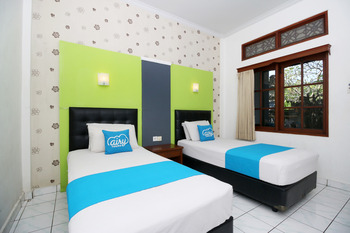 Airy Kuta Poppies Lane Dua Benesari Bali - Superior Twin Room with Breakfast Regular Plan