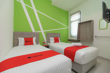RedDoorz Plus near UIN Raden Fatah Palembang Palembang - RedDoorz Twin Room Basic Deal