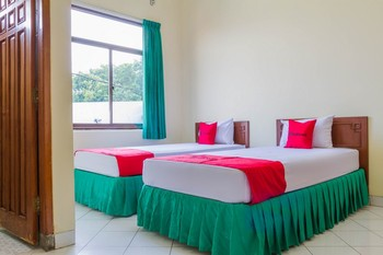 RedDoorz near Grage City Mall 2 Cirebon - RedDoorz Twin Room 24 Hours Deal