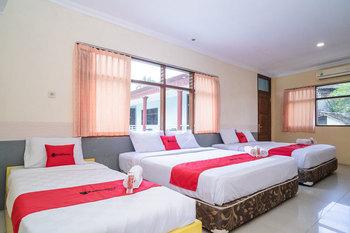 RedDoorz Plus near RS Grhasia Kaliurang Yogyakarta - RedDoorz Deluxe Family Room BD