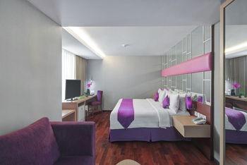 Quest Hotel Darmo Surabaya - Suite with Bathtub Regular Plan