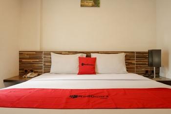 RedDoorz Premium @ Gunung Sahari 2 Jakarta - RedDoorz Room 24 Hours Deal