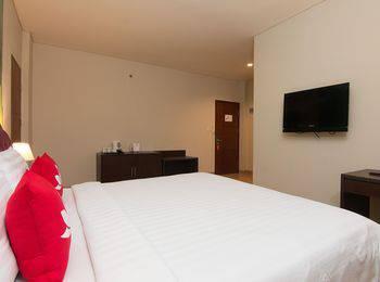 ZenRooms Kuta Sentral Parkir 1 - Double Room Regular Plan