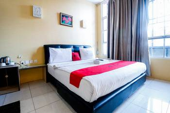 RedDoorz Plus near DC Mall Batam Batam - RedDoorz Premium Room with Breakfast Regular Plan