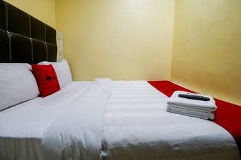 RedDoorz Plus near DC Mall Batam Batam - RedDoorz Room Basic Deal