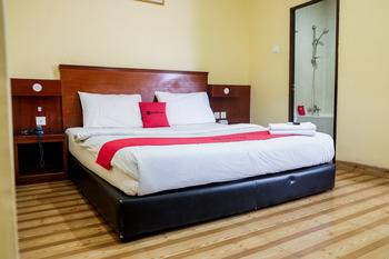 RedDoorz Plus near DC Mall Batam Batam - RedDoorz Premium Room Regular Plan