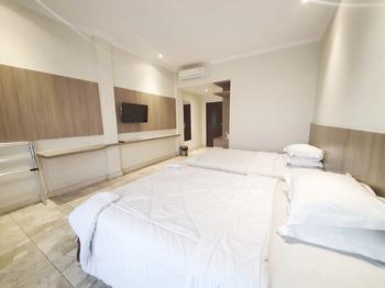 77 Sunset Plaza Hotel Sukabumi - Deluxe Twin Regular Plan