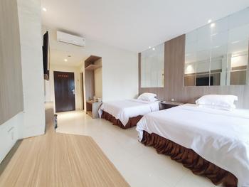 77 Sunset Plaza Hotel Sukabumi - Comfort Twin Regular Plan