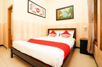 OYO 1080 Sm Bromo Hotel Probolinggo - Deluxe Double Room Regular Plan