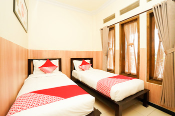 OYO 1080 Sm Bromo Hotel Probolinggo - Deluxe Twin Room Regular Plan
