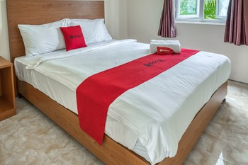 RedDoorz Resort near Bukit Campuhan Ubud Bali - RedDoorz Family Room Basic Deals Promotion