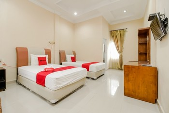 RedDoorz Plus @ Jalan Tugu Silalahi Tongging Danau Toba - RedDoorz Twin Room Basic Deal