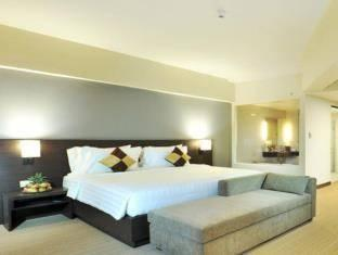 Discovery Hotel Ancol - Deluxe Room With Breakfast Minimum Stay 2 Night