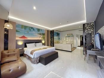 Batam Harbour Boutique Hotel & Spa Batam - Family room Breakfast FC Gajian