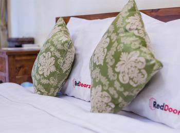 RedDoorz @Kerobokan Dalung Bali - RedDoorz Room Special Promo Gajian