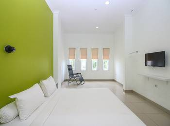 Golden Snail Guest House Balikpapan - Deluxe Room Only Regular Plan