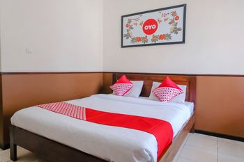 OYO 1028 Garuda Residence Malang - Deluxe Double Room Regular Plan