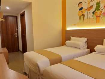 Front One Hotel Tulungagung Tulungagung - Superior Twin Breakfast FRONT ONE DEAL