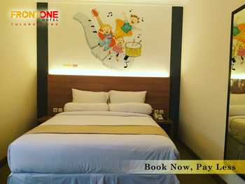 Front One Hotel Tulungagung Tulungagung - Superior Double Breakfast PROMO JAMU