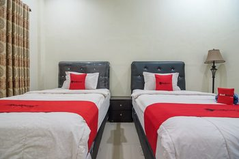 RedDoorz Syariah near Taman Rimba Zoo Jambi Jambi - Twin Room Basic Deal Promotion