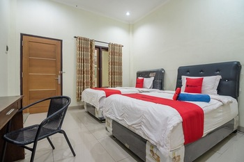 RedDoorz Syariah near Taman Rimba Zoo Jambi Jambi - RedDoorz Twin Room with Breakfast Regular Plan