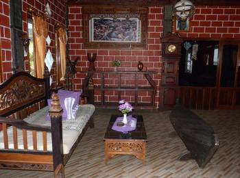 Yoschi's Hotel Probolinggo - Villa Regular Plan