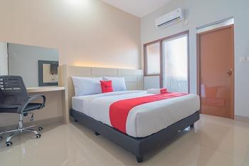 RedDoorz Plus near Taman Budaya Samarinda Samarinda - RedDoorz Room Long Stays 3D2N