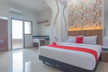 RedDoorz Plus near Taman Budaya Samarinda Samarinda - RedDoorz Deluxe Room Long Stays 3D2N