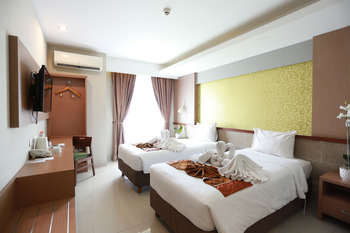 Loji Hotel Solo - Superior Twin - Room Only Regular Plan
