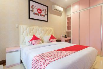 OYO 619 Naufal Guest House Syariah Medan - Deluxe Double Room Regular Plan