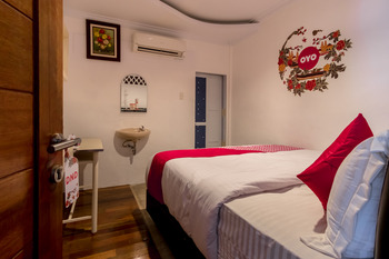 OYO 619 Naufal Guest House Syariah Medan - Standard Double Room Regular Plan
