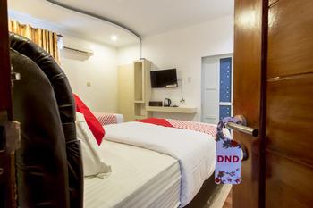 OYO 619 Naufal Guest House Syariah Medan - Standard Twin Room Regular Plan