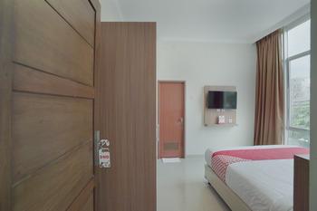 OYO 415 The Kartini 8 Residence Near RSUD Sawah Besar Jakarta - Standard Double Room Regular Plan