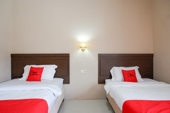 RedDoorz Plus near Haluoleo University Kendari - RedDoorz Twin Room Regular Plan