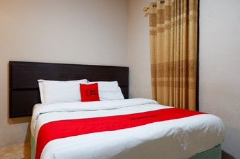 RedDoorz Plus near Haluoleo University Kendari - Superior Room Regular Plan