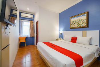 RedDoorz Plus @ Blessing Hotel Palembang Palembang - RedDoorz Deluxe Room with Breakfast Regular Plan