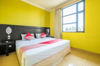 Capital O 1010 Isola Resort Bandung - Deluxe Double Room Regular Plan