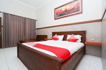 OYO 1588 Hotel Bintang Tuban - Suite Double Regular Plan