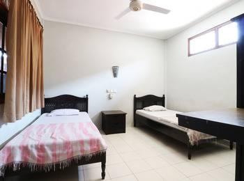 Taman Mekar Beach Inn Bali - Standard Room With Fan Room Only Long stay Promotion !