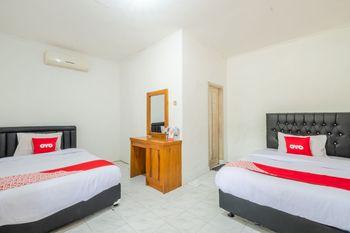 OYO 951 Cempaka Ratu Beach Resort Sukabumi - Standard Twin Room Regular Plan