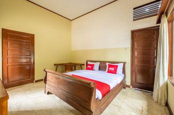 OYO 951 Cempaka Ratu Beach Resort Sukabumi - Deluxe Double Room Regular Plan