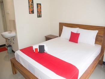 RedDoorz near Gatsu Barat Denpasar Bali - RedDoorz Room with Breakfast Regular Plan