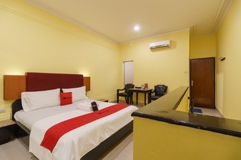 RedDoorz Plus near Ancol Jakarta - RedDoorz Room with Breakfast Regular Plan