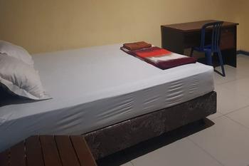 RedDoorz Syariah @ Pangeran Suryanata Samarinda Samarinda - RedDoorz Room Regular Plan