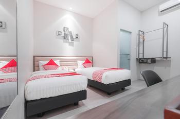 OYO 537 Versa Hotel Bekasi - Standard Twin Room Regular Plan