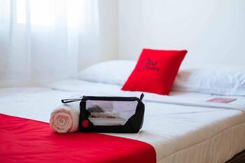RedDoorz @ Jalan Sukawinatan Palembang Palembang - RedDoorz Room Best Deal